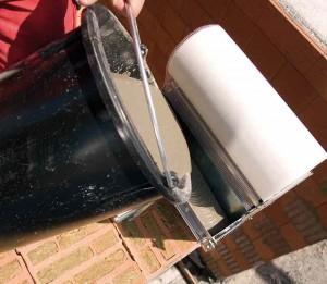 V.Plus-Walze wird mit Mörtel gefüllt