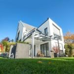 Wer sich für den Bau des eingenen Hauses entscheidet, für den ist die Investition in den Baustoff Ziegel besonders lohnenswert. Er bietet neben seinen Qualitäten in Wärme-, Schall- und Brandschutz auch ein natürliches Plus an Lebensqualität.