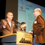 Referent Stefan Horschler, links, im Gespräch mit einem Planer, nach dem Vortrag.  Foto: Ingo Jensen/Jensen media