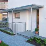 Das Doppelhaus ist ein modernes, effizient geplantes Wohngebäude was das Design und der niedrige Energiestandard zeigen.