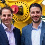 Michael (links) und Matthias Hörl erweitern die Geschäftsleitung des Ziegelwerkes Klosterbeuren. Zusammen mit dem bisherigen Geschäftsführer Thomas Thater werden sie dem traditionsreichen Standort vorstehen.