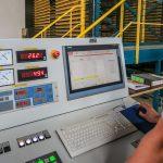 Die neuen Produktionsanlagen sind mit modernster Steuerungstechnik ausgestattet, die optimale und individuelle Einstellmöglichkeiten garantiert. Foto: Ziegelwerk Klosterbeuren