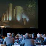Dipl. Arch. ETHZ Daniel Binder stellte in seinem Fachvortrag kreative Architektur mit Hintermauerziegel vor: zum Beispiel das Museum Art & Cars in Singen. Foto: Ingo Jensen/Ziegelwerk Klosterbeuren